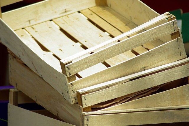 jednoduché dřevěné bedýnky