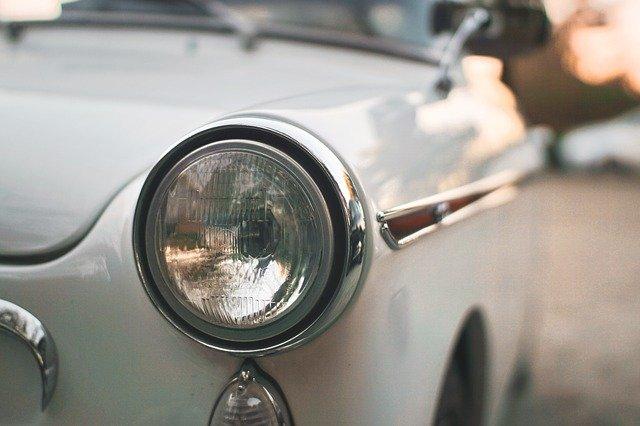 kulaté světlo auta.jpg