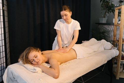 Víte, proč je dobré chodit na masáže pravidelně? Udělejte něco pro své tělo!